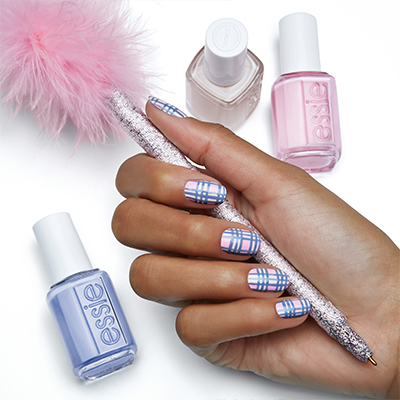 "DRESSED TO THE NINETIES "" ΜΕ ΤΗΝ ESSIE FALL 2017 """